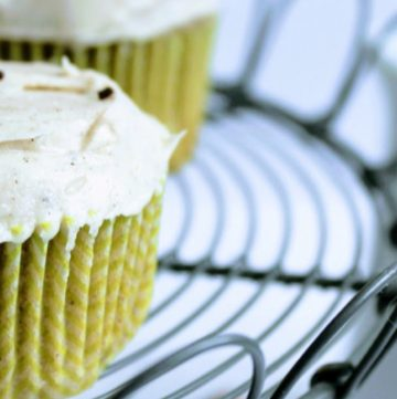 chai cupcakes with frosting