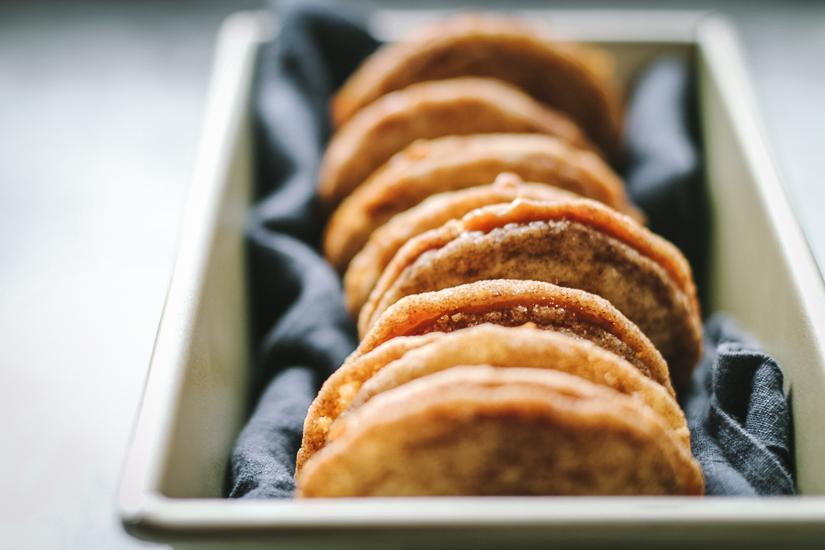 dulce de leche sandwich cookies in bread pan