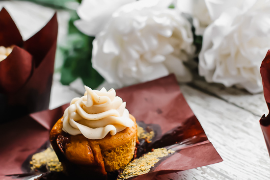 pumpkin nutella cupcakes straight on with flowers