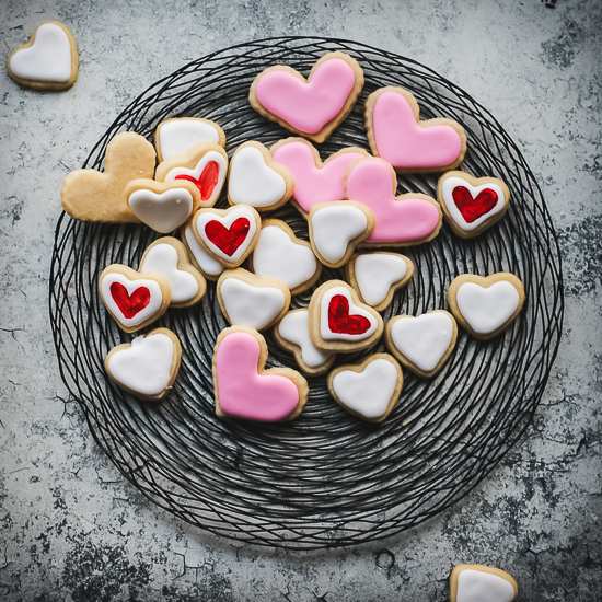 valentine heart sugar cookies all three colors on wire charger
