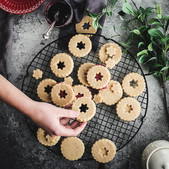linzer cookies overhead on rack