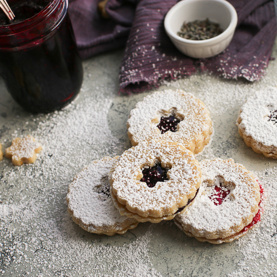 linzer cookies with powdered sugar